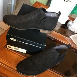 Dr. Scholl's Rate Black Suede Ankle Boots - Sz 8M
